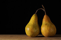 Two (Rn) Tags: stilllife iceland pears explore pear ran sland 2007 kpavogur rn magnsdttir impressedbeauty rnmagnsdttir ranmagnusdottir ranm thebestvivid