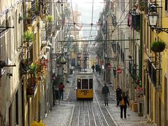 Eltrico de Lisboa 3 (felber) Tags: people portugal yellow lisboa lisbon transport tram lissabon trams lisabon eltrico felber 5for2 eltricodelisboa