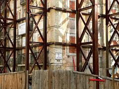 obras (*L) Tags: de lisboa interior sombra x cenário fachada num janelas obras tijolo destruição lapa emparedada tapume oco transformase cega sobraa rdesfélix obrasdedestruiçãointerior