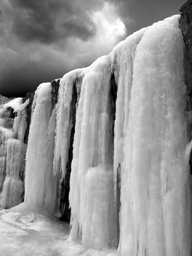 Point Prim ice columns III BW