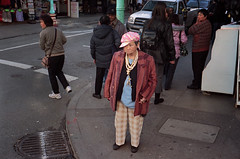 She is Sooo Bling (alapan.com) Tags: sanfrancisco street old film lady funny chinatown rangefinder humour analogue bling sfist filmphotography minoltahimatic7sii filmisnotdead agoncillo longlivefilm believeinfilm