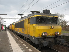 Locomotive Railion Netherlands with mixed freight train (giedje2200loc) Tags: railroad electric train metro ns transport tram rail trains locomotive loc lightrail railways railfan freight bnsf trein spoorwegen csx treinen railion spoorweg vervoer loks railfanning railvehicles electriclocomotives spoorwegfanaat
