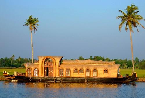 Houseboat cruising, Kerala