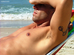 Em bom portugus: sovaco! (Marco Nunes) Tags: floripa sea summer sun man hot detail male men sol praia beach island mar florianpolis uomo vero santacatarina homem ilha quente calor detalhe homens detalhes uomini ilhadamagia detaills