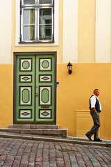 Walk on by (Pensiero) Tags: street door man wall walking tallinn estonia down belly thewall tallin ilmuro