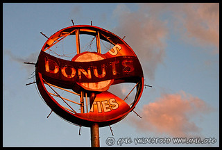 Shelton's Donuts Sign - Summer Ave. - Memphis, TN