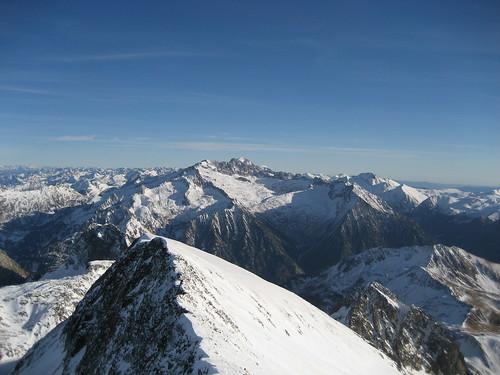 Subida al Perdiguero V: las vistas privilegiadas de los pirineos, al fondo el Aneto.
