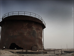 old oil tank (Mr-coffee) Tags: old sunrise tank desert oil kuwait kw oiltank q8 oldoiltank