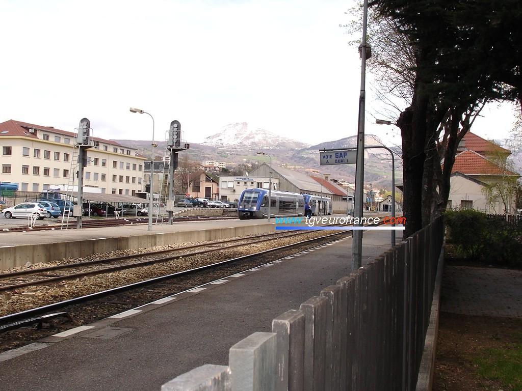 Deux autorails thermiques ATER X 73500 SNCF en gare de Gap
