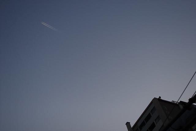 青空のヒコーキ雲