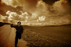 899 PHOTOS (Victoriano) Tags: selfportrait sepia clouds happy freedom countryside spain free nike cordoba victoriano cloudscape virado baena flogr