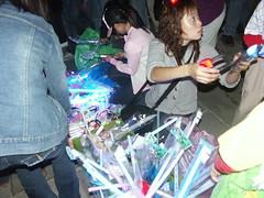 賣燈光玩具的攤販
