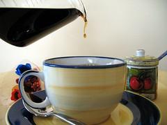 Encore un peu de caf? (ginger_starlette) Tags: tasse caf goutte cafetire sucrier