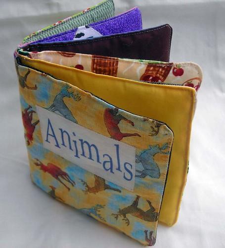 Soft Fabric Animal book ふわふわの柔らかい本