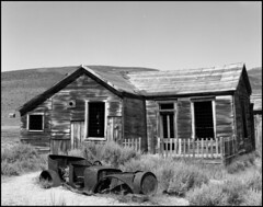 Bodie House (Chris28mm) Tags: california wood old wild blackandwhite bw usa west film car analog town decay ghost neglected rusty western weathered 4x5 remote rusting bodie hwy395 largeformat toyo miningtown abdandoned 210mm chris28mm copyright2007chrisjackson