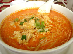 Laksa (su-lin) Tags: food chicken soup coconut spoon bowl curry onions noodles laksa lemak