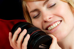 Lens Love (fensterbme) Tags: woman amanda 20d smile studiolighting 2470mm photogear fensterbme canon2470mm canonllens canon2470mmf28l amandahandk lenslove