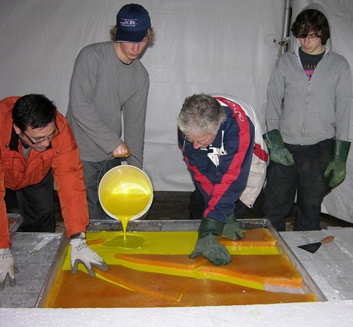 Pouring yellow in the tent