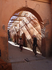 light and shade, marrakech, jan. 2007 (seier+seier) Tags: street light shadow red building wall architecture casa arquitectura edificio creative skylight haus commons marakesh cc morocco shade maroc marrakech maghreb medina weathered marrakesh walls huis rd maison lys gebude marokko patina batiment gebouw arkitektur bouw bygning weathering skygger almaghrib seierseier