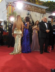 Beyonce Knowles and Evangeline Lilly (Joe Shlabotnik) Tags: losangeles myfave evangelinelilly redcarpet 2007 bootylicious beyonce goldenglobes faved beyonceknowles shaunrobinson explored january2007 heylookatthis