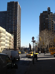 DSC01283 (taigatrommelchen) Tags: street city nyc newyorkcity bridge urban usa ny newyork building manhattan cab taxi icon uppereastside 20050103