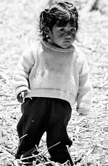 Iles Uros : Prou (KraKote est KoKasse.) Tags: portrait uros southamerica fille noirblanc perou ameriquedusud americadelsur abigfave krakote forcont wwwkrakotecom valeriebaeriswyl
