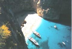 ~Shipwreck~ (innpictime ζ♠♠ρﭐḉ†ﭐᶬ₹ Ȝ͏۞°ʖ) Tags: film 35mm boats greece wreck greekislands zante zakynthos ionian zakinthos navagio shipwreckbay nisiaionioy pentaxespio135m