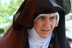 Midyat - Kurdish woman at market - by CharlesFred