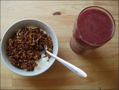 Granola (Yes Becky) Tags: home breakfast homemade homecooking granola smoothie 2007 tessakiros applesforjam