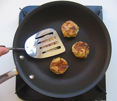 "Shumai ""burgers"" in frypan"