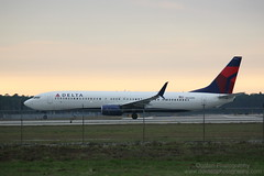 N842DN (jwdonten) Tags: florida fortmyersflorida southwestfloridainternationalairport planespotting deltaairlines skyteam boeing737900 n842dn
