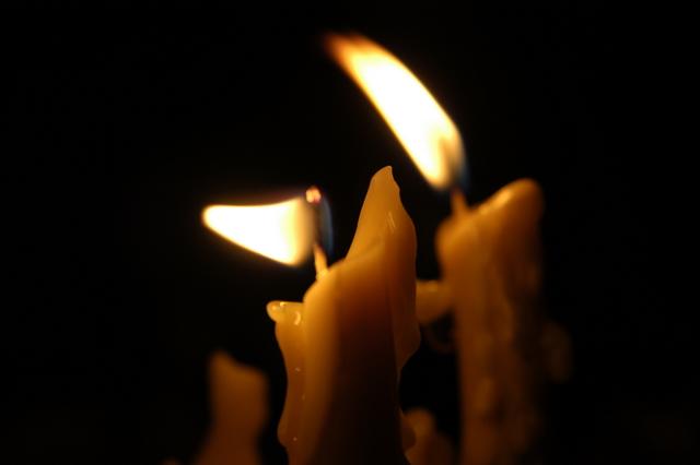 شمعی در گوشه دلم سوسو می زند
