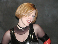 Pb100120040054 copie (AlainG) Tags: las vegas 2004 models bondage bdsm convention latex darling bondcon