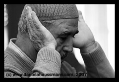 Islam (Daniela Haussmann (Press)) Tags: man hands haussmann hand head islam prayer religion mann press journalism koran kopf presse moslem beten gebet journalismus haende