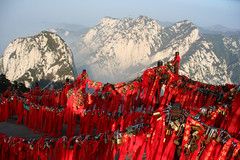 Prayers on the Hua Shan (Ingiro) Tags: china mountain tree interestingness prayer cina huashan ingiro interestingness94 i500