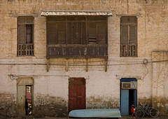 Moucharabieh On An Ottoman Building  In Massawa, Eritrea (Eric Lafforgue) Tags: africa wood color colour building architecture photography balcony redsea ottoman carvedwood turkish massawa eritrea eastafrica aoi moucharabieh eritreo erytrea erythre eritreia  massaoua ericlafforgue ertra    eritre eritreja eritria wwwericlafforguecom  rythre africaorientaleitaliana     eritre eritrja  eritreya  erythraa erytreja     mitsiwa a0005726