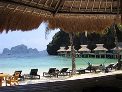 looking around again, just to make sure this is a real place (permanently scatterbrained) Tags: island southeastasia philippines pinay pinoy palawan miniloc philippineislands elnidoresort