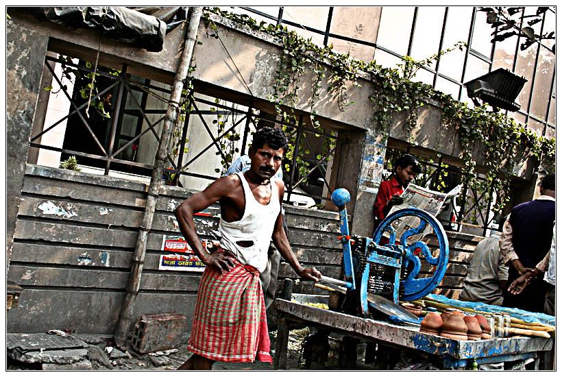 Kolkata : Sugarcane Man
