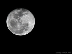 Handheld Full Moon - 30DMoon_3 - by Daniel Y. Go
