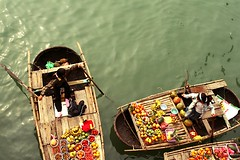 fruit seller in Halongbay (Sputnik+) Tags: vietnam halongbay fruitseller