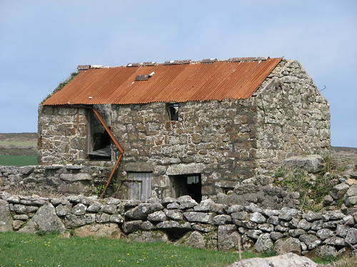 Barn at Men an tol