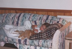 Beachtrip 2000 - Chance and Bear share a couch