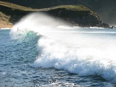 Olas en la playa de Verdicio (SombraGF) Tags: blue costa verde green beach azul coast wave asturias playa luanco ola verdicio cantbrico sombragf