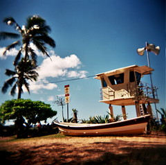 Waimea lifeguard tower (czuczy) Tags: hawaii three boat holga 2006 palmtrees northshore waimea lifeguardtower