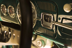 Tank (Andreas Reinhold) Tags: green car metal vintage bug volkswagen flash beetle chrome dash dashboard gauge gauges kfer aircooled type1 dfl strobist