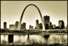 St. Louis - The Arch (Vesuviano - Nicola De Pisapia) Tags: bw buildings river illinois midwest downtown arch stlouis historic missouri gateway oldtown hdr skycrapers orton spselection vesuviano