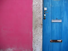 Rosie Lives in the Flickr House! (MaiKoh) Tags: door pink blue color portugal colors azul wall pared puerta colorful doors bright lisboa lisbon rosa colores minimal walls minimalism simple minimalismo portuguese paredes vivo brillante portugus puertas flickrcolors mnimo abigfave vivoso