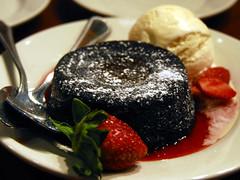 ruby tuesday's double chocolate cake (Watari Goro ) Tags: cake dessert strawberry chocolate caramel icecream fatty sweets blondie rubytuesday