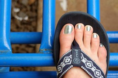 blue toes, blue reefs, blue bars (jen clix) Tags: blue hawaii oahu haleiwa mytoes waitingforthebathroom behindmatsumotosshaveice reefflipflops