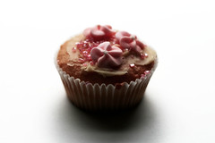 Truly Scrumptious! (ansy) Tags: pink food cakes cupcakes candy sweet cupcake lookatme 50mmf25 buttercream kiss1 buttercreamicing